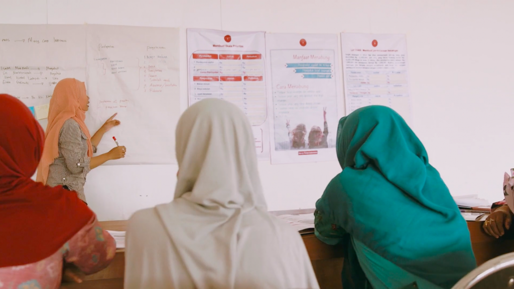 Indonesian women learning accounting